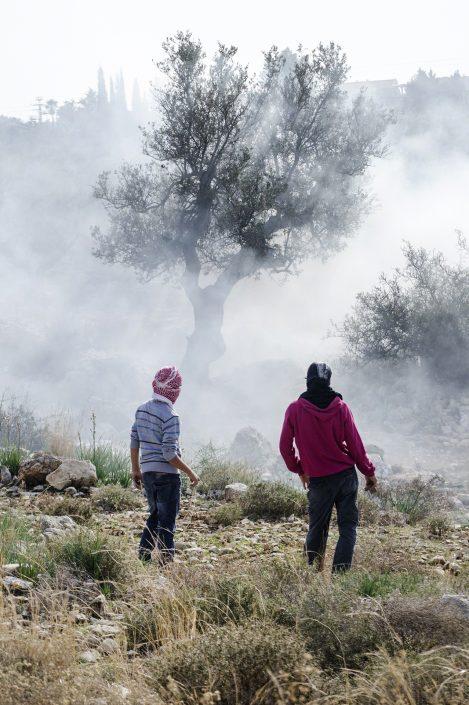 bambini palestinesi alla manifestazione del Venerdì sul confine