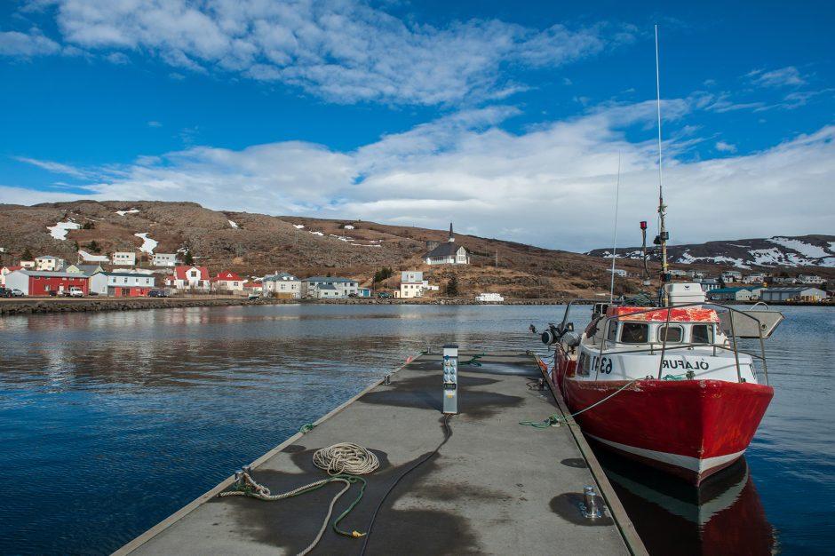 Piccole imbarcazioni al porto di Holmavik in Islanda