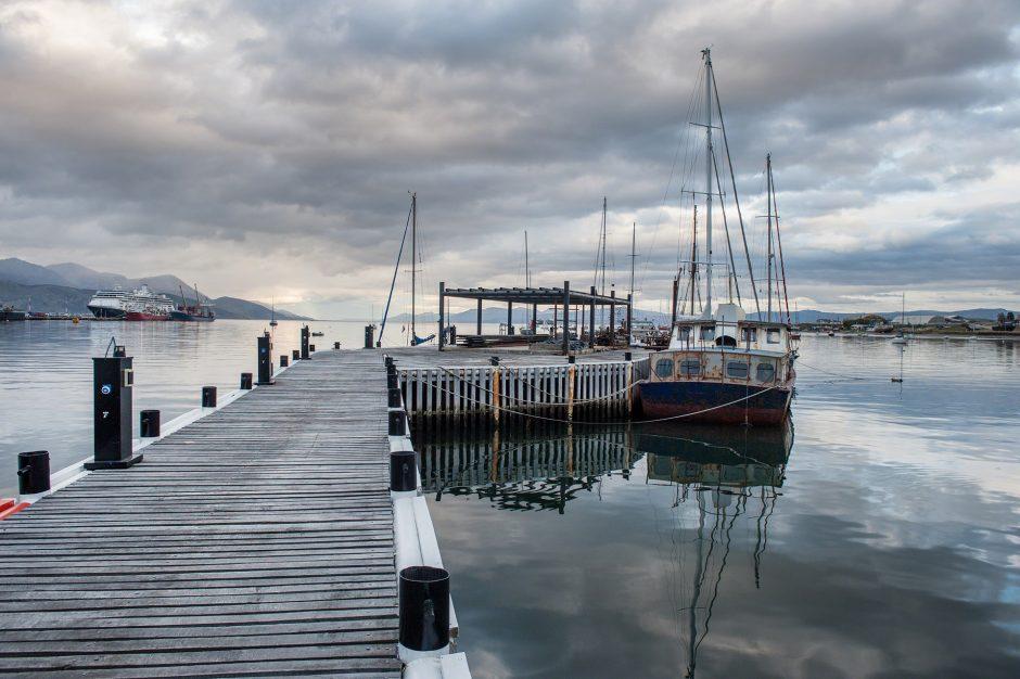 Piccole imbarcazioni al porto di Ushuaia in Argentina