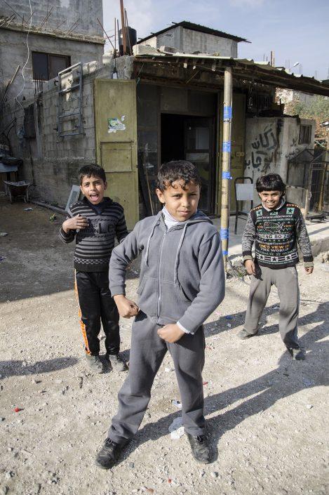 bambini palestinesi giocano nel campo profughi fi Askar vicino a Nablus